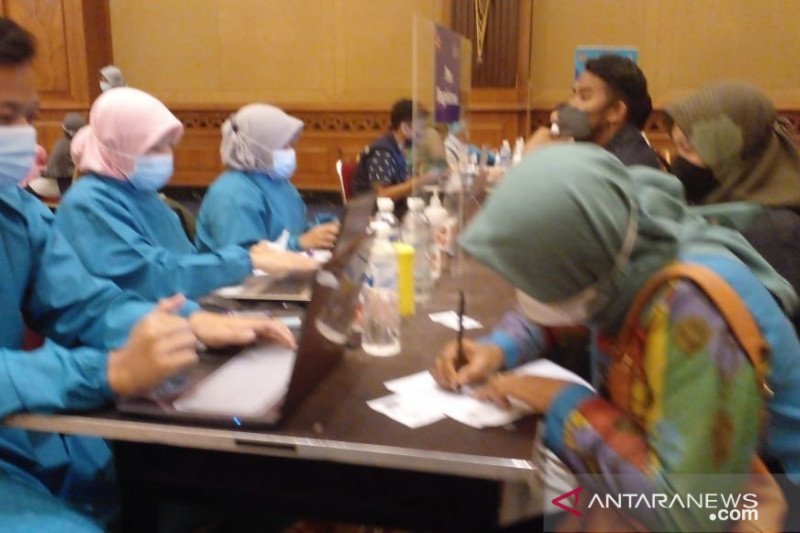 1.406 orang jalani vaksinasi massal Polresta-Dinkes Kota Bogor