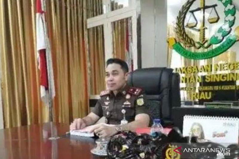 Kajari Kuansing bantah sebut dua mantan anggota dewan tersangka korupsi