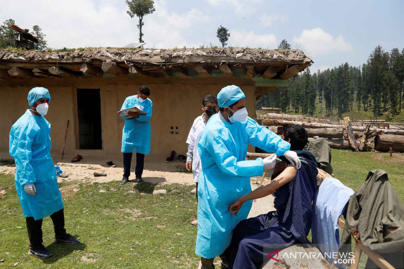 Perempuan tertinggal dalam vaksinasi COVID-19 di India