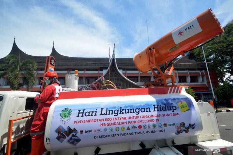 Penyemprotan eco enzym ke udara  di kota Padang