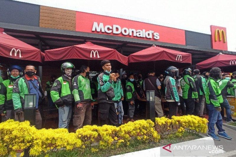 Kemarin, Azis Syamsuddin diperiksa KPK sampai kerumunan McDonald's
