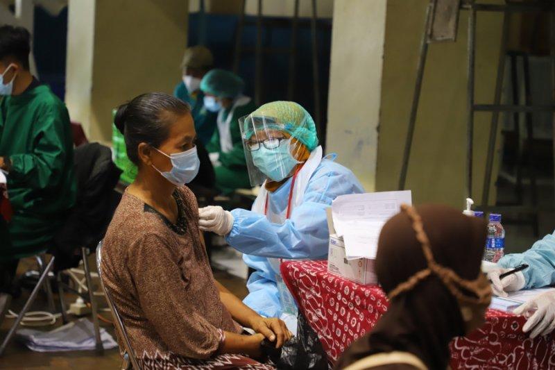 1.000 pedagang Pasar Sleman-DIY jalani vaksinasi COVID-19