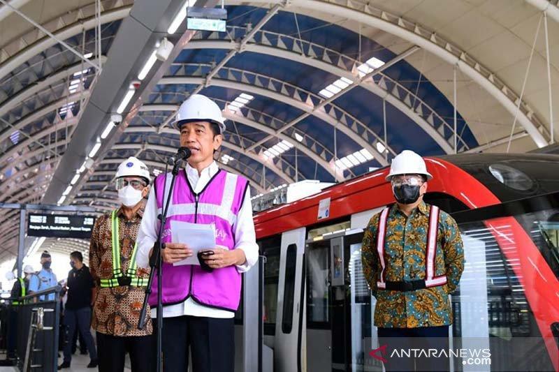 Presiden Jokowi: LRT Jabodebek beroperasi Juni 2022