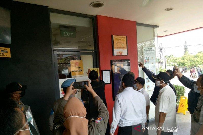 Satpol PP segel dua restoran McD di Bandung