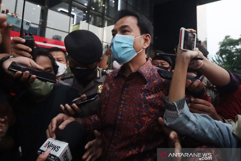 Azis Syamsuddin hindari wartawan usai diperiksa KPK