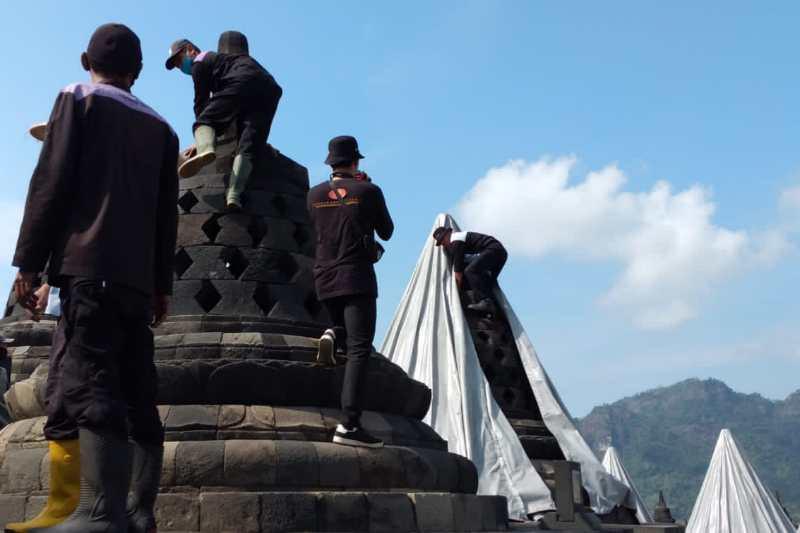BKB buka penutup stupa Candi Borobudur