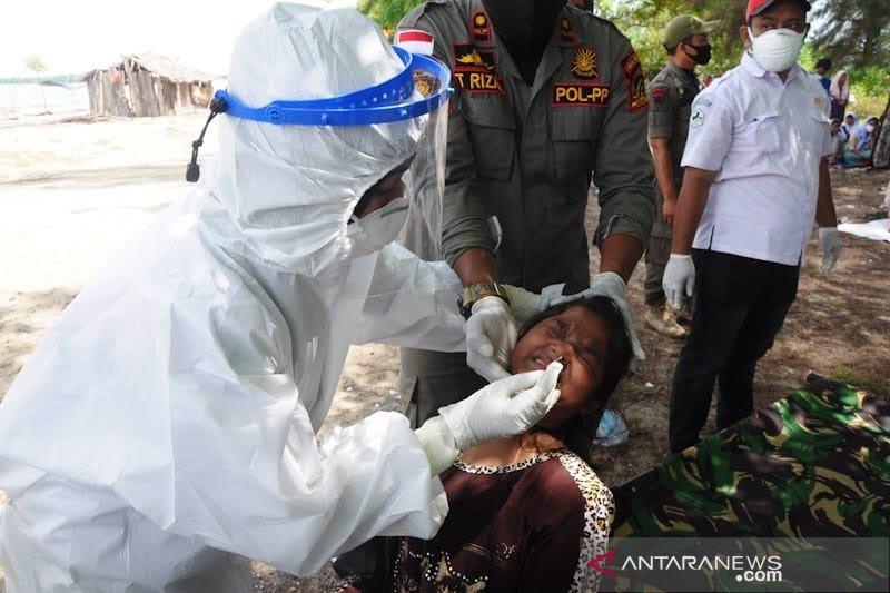 Terdampar, puluhan imigran Rohingnya di Aceh Timur dites COVID-19 lagi