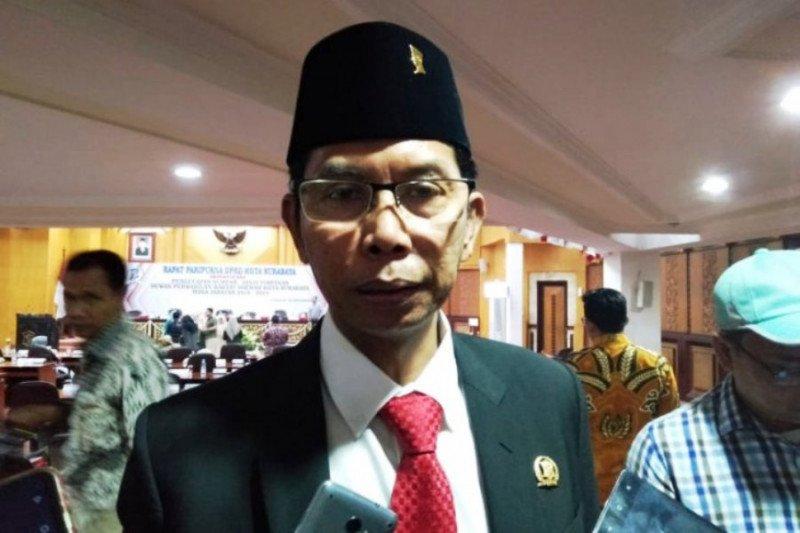 Ketua DPRD Surabaya umumkan positif COVID-19