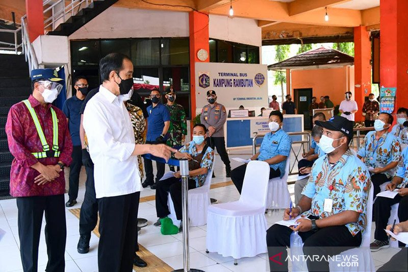 Presiden pandang penting vaksinasi COVID-19 bagi pekerja transportasi