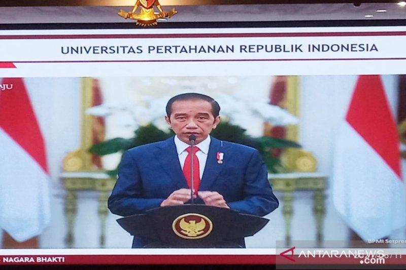 Presiden Jokowi memberi selamat Megawati bergelar profesor kehormatan