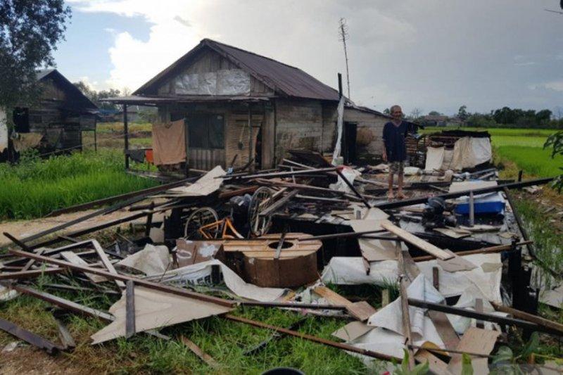 Puluhan rumah di Martapura Barat rusak diterjang puting beliung