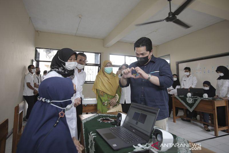 Bantuan peralatan digital untuk KBM SLB Aisyiyah Kawalu