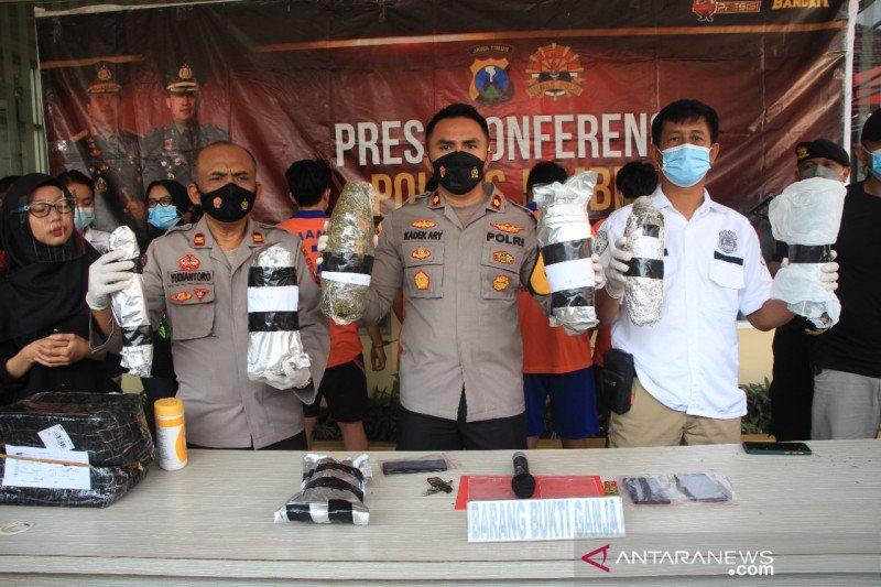 Polres Jember tangkap mahasiswa Malang yang edarkan 2,8 kg ganja