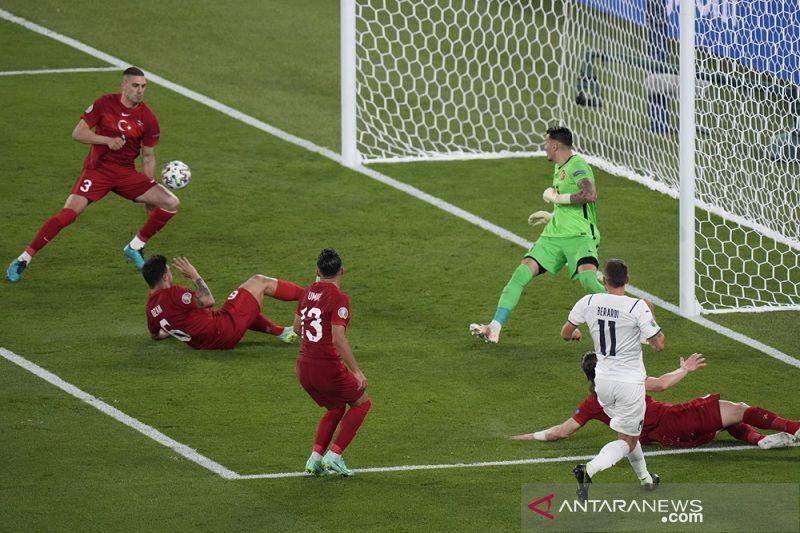 Gol bunuh diri bek Turki Merih Demiral jadi gol perdana Euro 2020