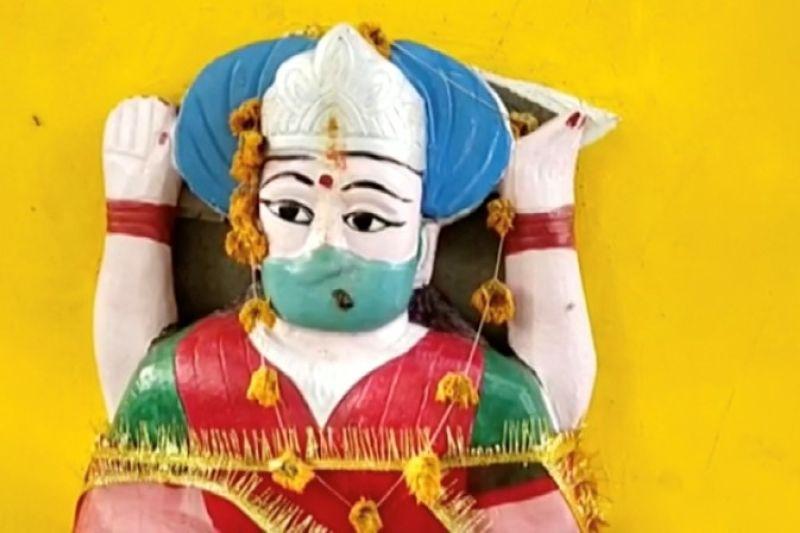 Desa India berdoa kepada