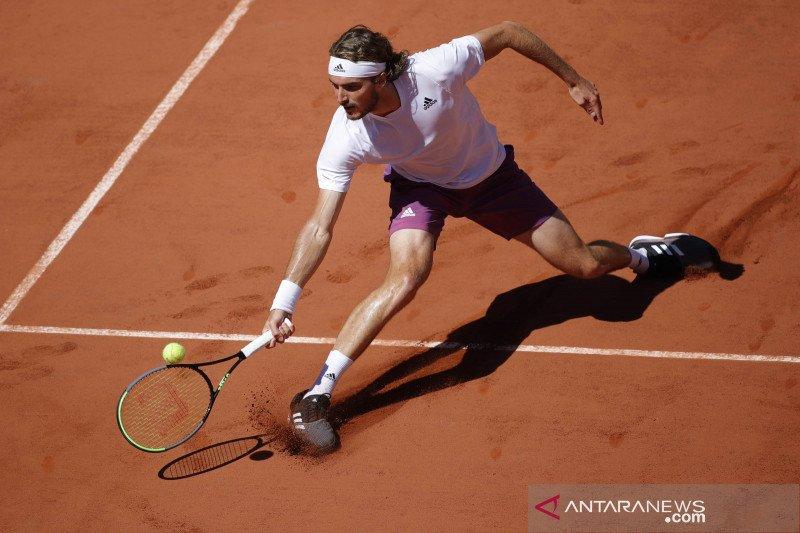 Tsitsipas dapat kabar duka beberapa menit sebelum final French Open