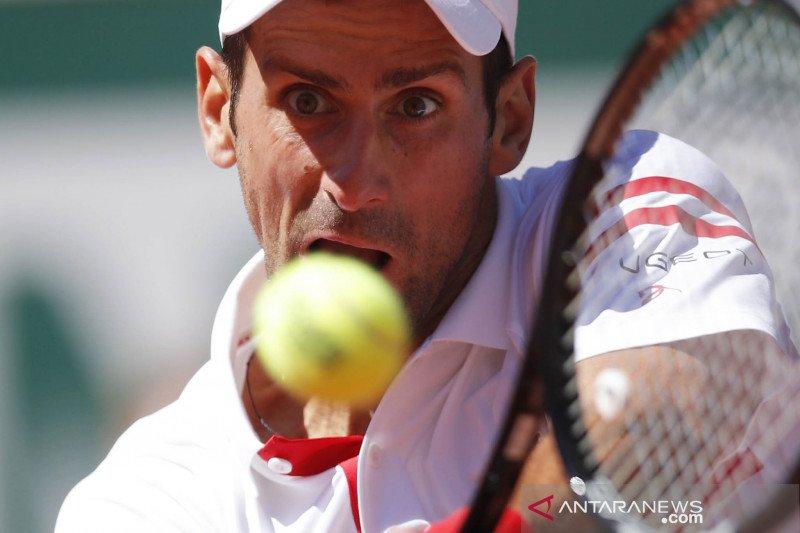 Djokovic serahkan raket kemenangan kepada bocah 'pemberi taktik'