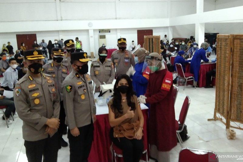 Polda Metro Jaya targetkan 20 ribu warga divaksinasi massal