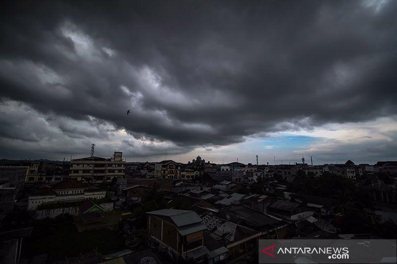 Hujan lebat diprakirakan terjadi di beberapa wilayah Indonesia