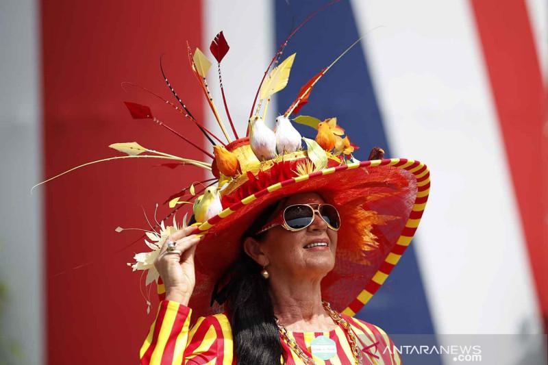 Warna warni busana penonton Royal Ascot