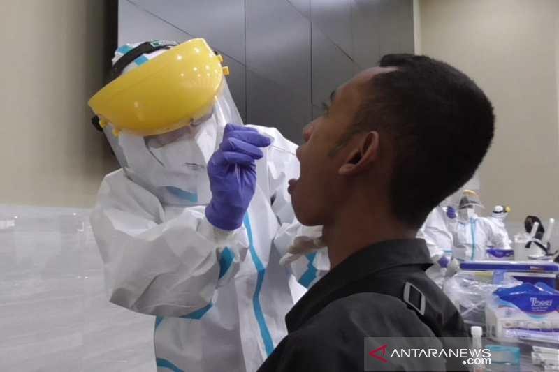 Puluhan mahasiswa Untidar Magelang jalani tes usap antigen dan PCR
