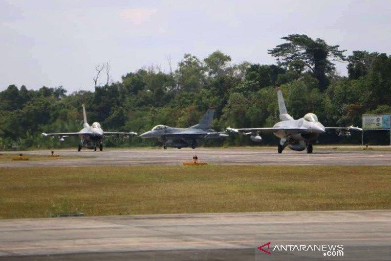 Latihan manuver F-16 TNI AU dan USPACAF AS diawali terbang pengenalan