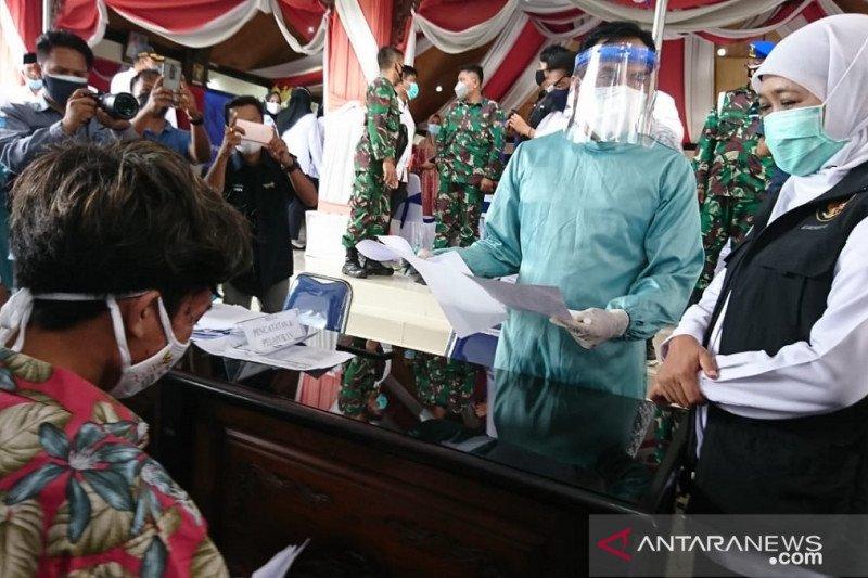 Ulama Madura diajak Gubernur Jatim sukseskan vaksinasi COVID-19