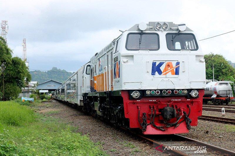 Anggota DPR apresiasi peluncuran dua kereta baru KAI