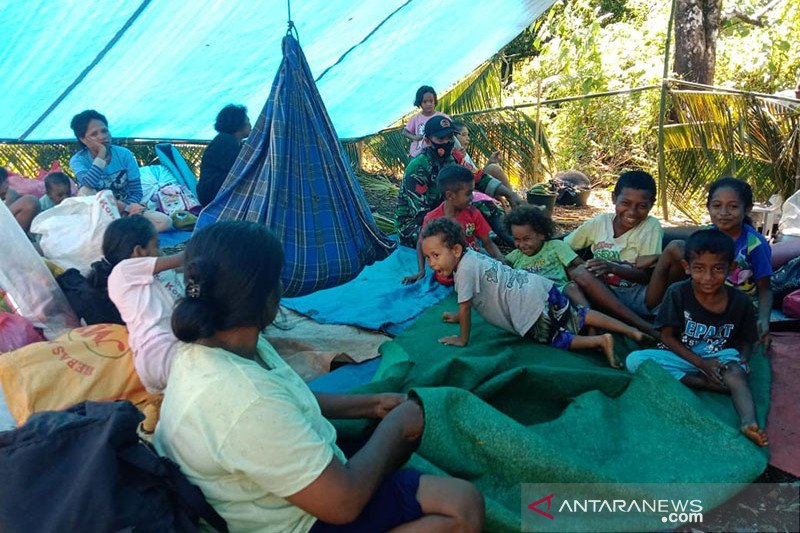 7.227 warga Tehoru masih bertahan di dataran tinggi trauma gempa