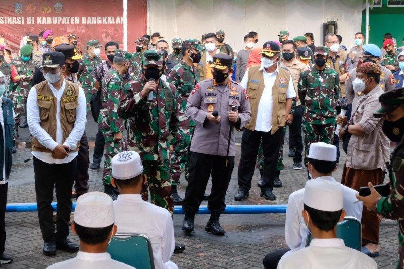Kapolri-Panglima dengarkan curhat warga Bangkalan terdampak COVID-19