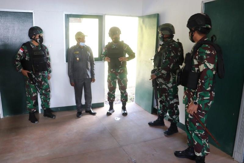 Pangdam Cenderawasih serahkan enam rumah Dinkes Intan Jaya