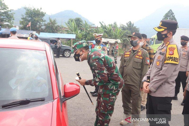 Polisi berlakukan penyekatan kendaraan menuju Garut