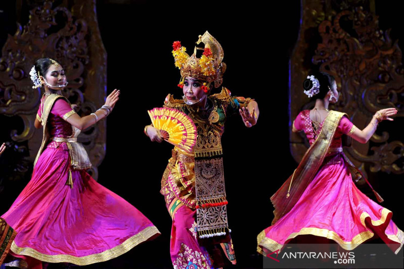 Kolaborasi tari tradisional Bali dan India