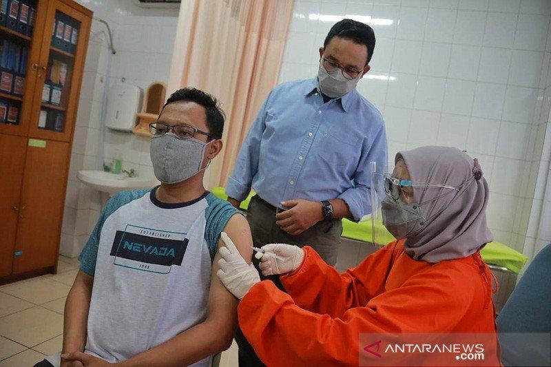 Anies tinjau vaksinasi COVID-19 di Puskesmas Cilandak