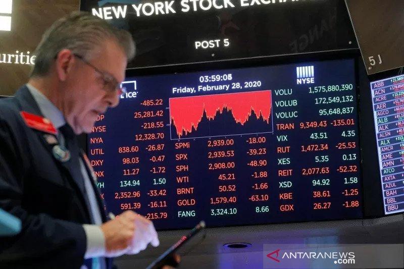 Wall Street dibuka turun, Indeks Dow Jones jatuh lebih dari 400 poin
