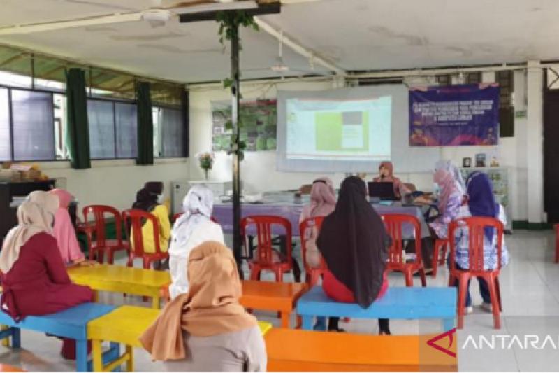 Dosen IPB beri pelatihan pengembangan produk teh krisan bagi petani