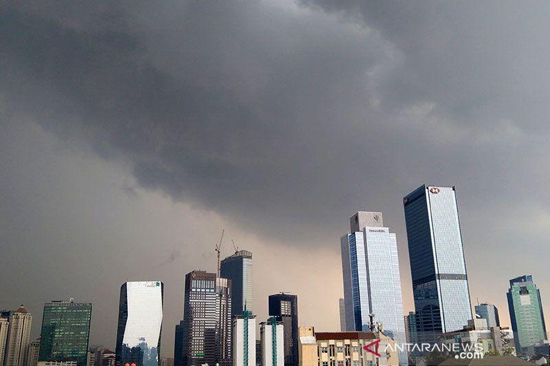 BMKG keluarkan peringatan hujan lebat disertai petir di Jakarta