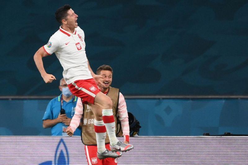 Spanyol kembali seri 1-1 setelah Lewandowksi selamatkan Polandia