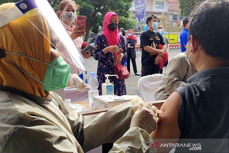 Pemkot Bandarlampung laksanakan vaksinasi COVID-19 di 27 lokasi