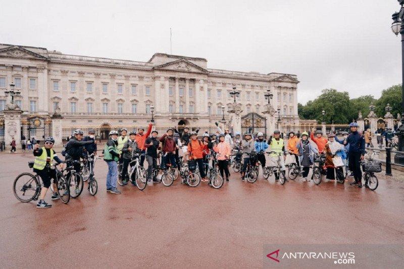 Dubes Desra bersepeda menyusuri rute ikonik London