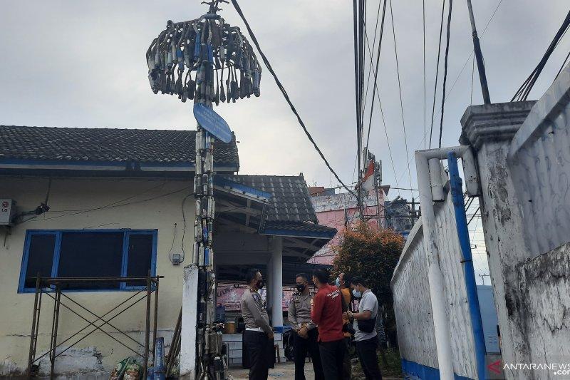 Satlantas Polresta Jambi membangun tugu 'knalpot brong'