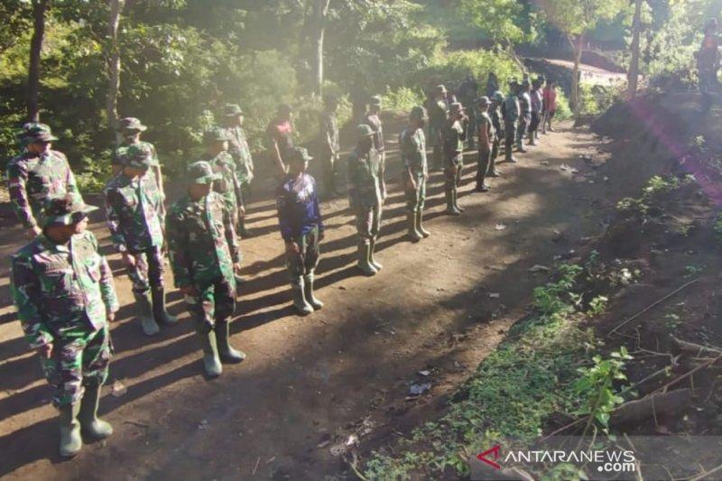 Personel Korps Marinir TNI AL di Makassar ikut TMMD ke-111