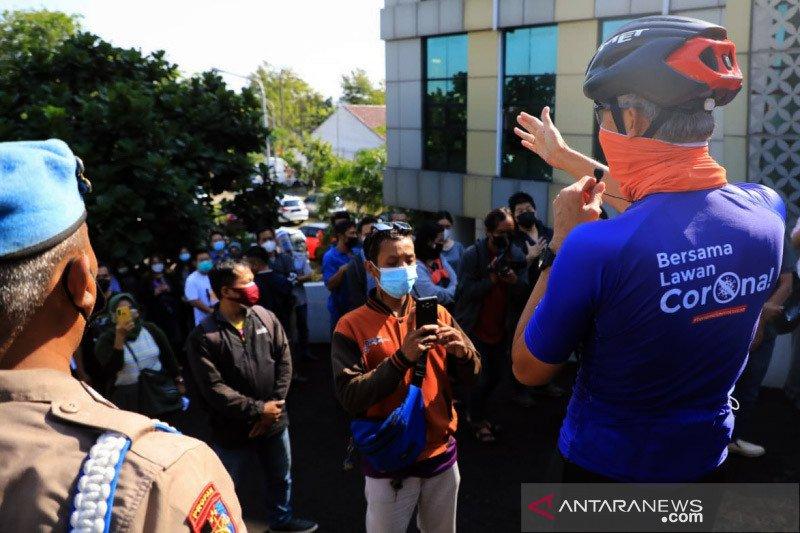 Ganjar tertibkan antrean vaksinasi di Semarang