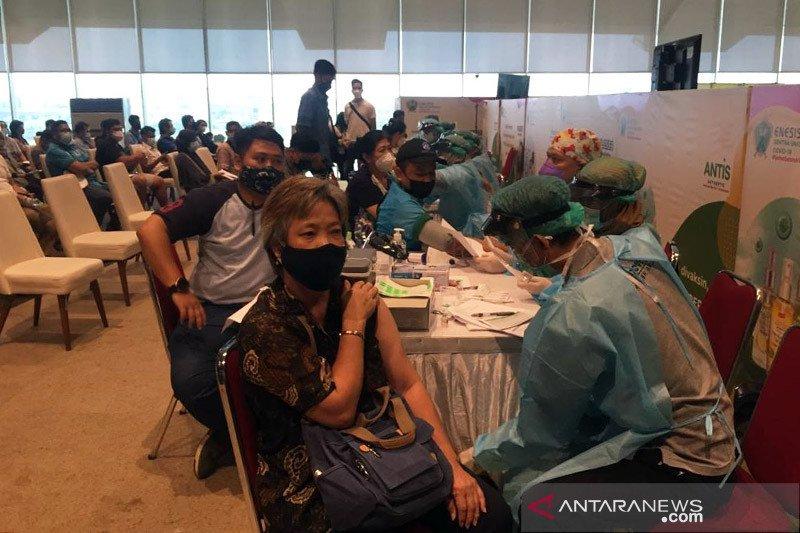 PPKM Darurat, sentra vaksin COVID-19 di mall Jakarta Timur dialihkan