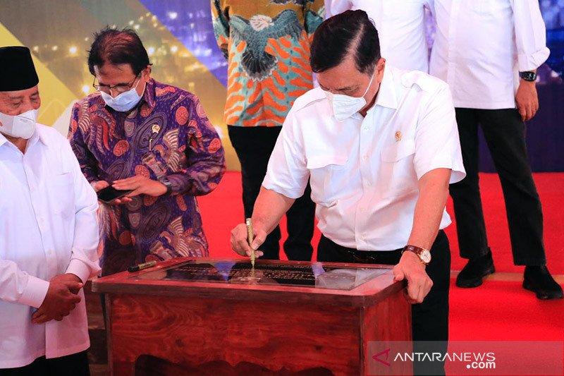 Menko Luhut resmikan operasi pengolahan nikel di Pulau Obi