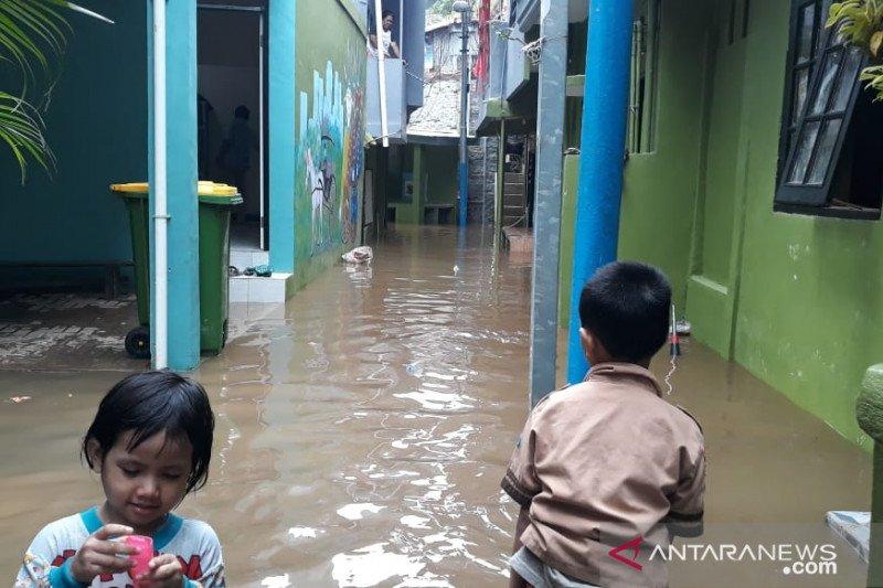 Permukiman warga di Kebon Pala kebanjiran akibat luapan Kali Ciliwung