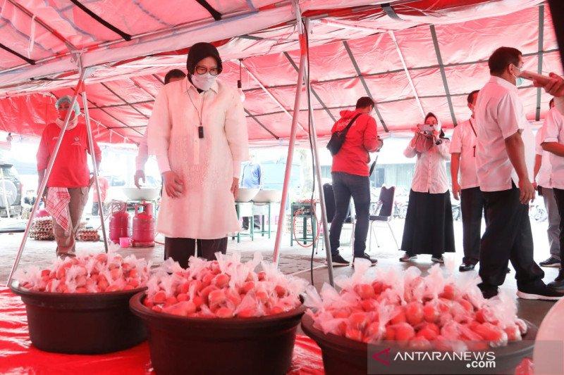 Mensos Risma bantu asupan protein telur ke warga DKI di tengah pandemi