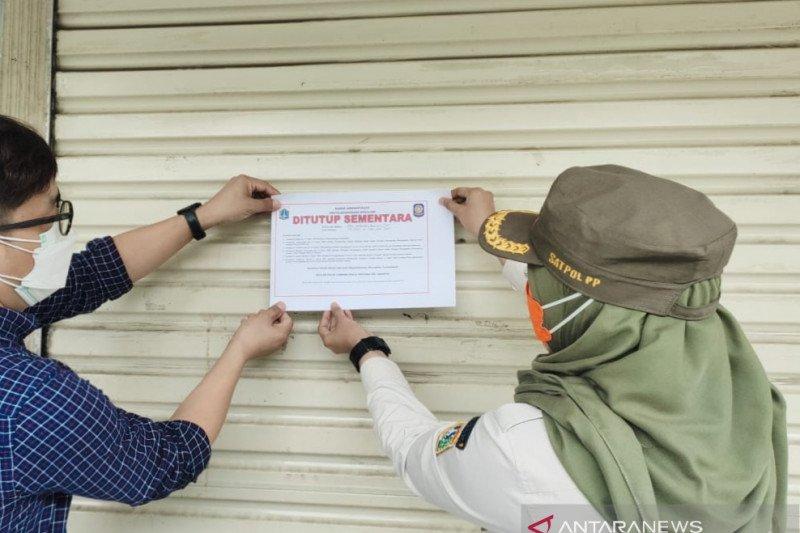 Satpol PP tutup swalayan di Jaksel karena karyawan positif COVID-19