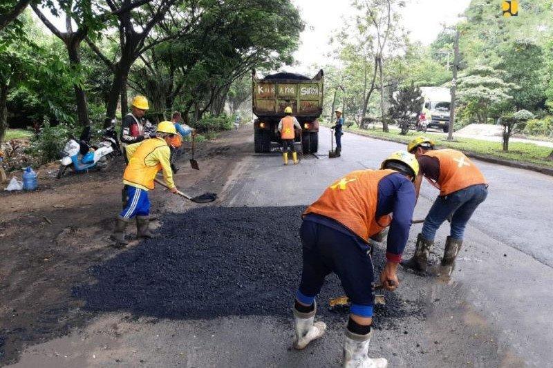 PUPR: Padat karya jalan-jembatan serap 230 ribu tenaga kerja