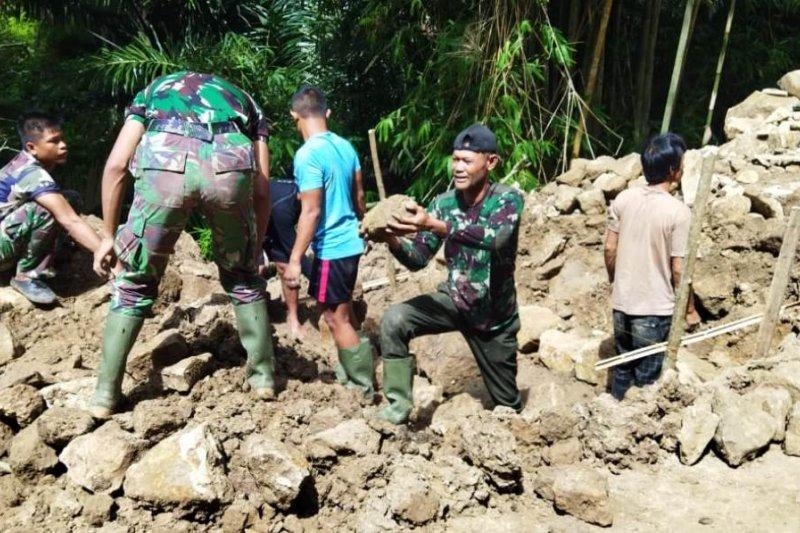 Prajurit Lantamal VI buka daerah terisolir di Kepulauan Selayar